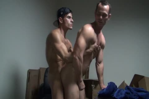 8b Muscle Slab Gives A raw Creampie