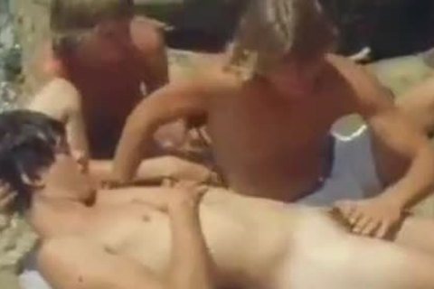 VINTAGE 70'S SURF nubiles HAVING A three-some