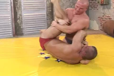 2 Bodybuilders Dominate And gangbang Hard (Br