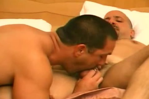 Muscly pair Steamy Action