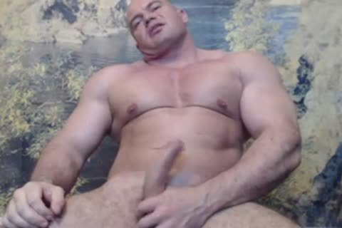 str8 Bodybuilder Flexing & jack off