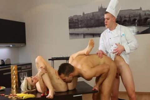 Hunk Facial In bisexual three-some