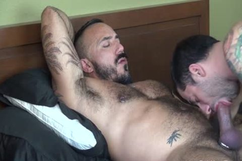 Muscle Hunk hammers alluring chap - Factory clip