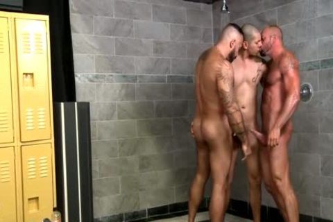 The most admirable threesome twinks Seal The Deal