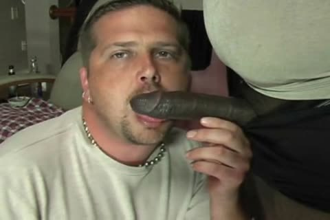 ROB BROWN: large SQUIRTIN cock.wmv
