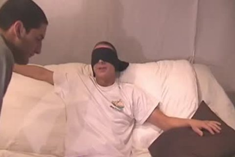 Blindfolded twink acquires his weenie sucked