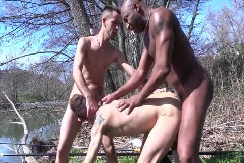Spanish threesome In The River