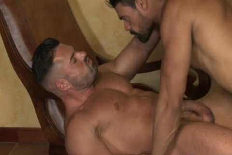 Muscle Bear bareback With pooper cumshot