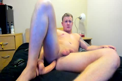 beefy British lad Plays With His hole