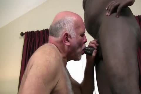 Interracial daddy couple fuck unprotected