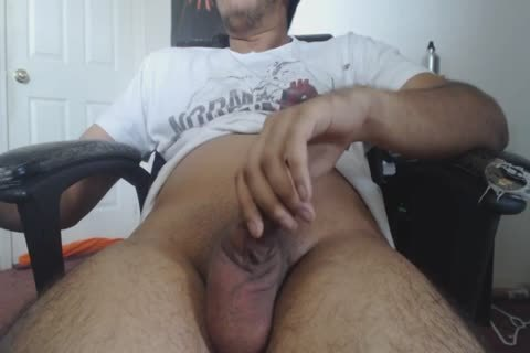 A handjob At Home For This concupiscent DILF