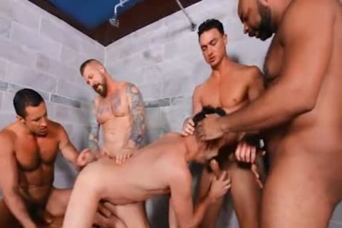 Circle Jerk Turns To Guard group bunch-sex