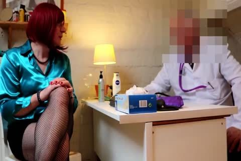 Doctor Folla A Crossdresser En Sus Consulta