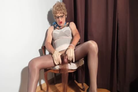 I Love To see My Clitty Dressed With Nylon stockings