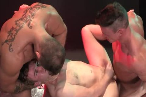 Red juicy Muscle Threeway bang!