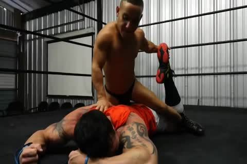 Muscle dude Beat Up By Midget
