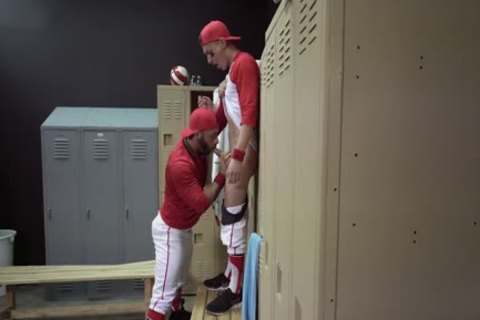 Locker Room banging - Tristan Hunter And Eddy Ceetee