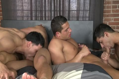 In bed With 5 Muscled Hunks