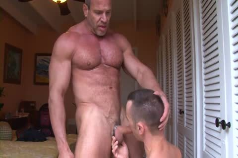 Muscle daddy Trains A Pigboy - fuck And piss Up His slit
