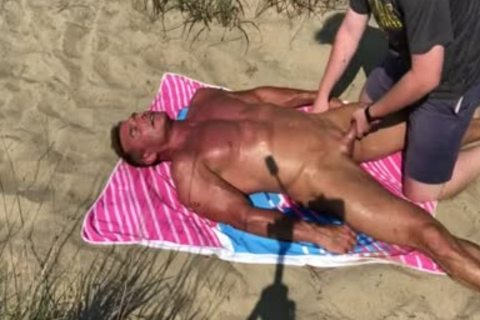 Dilf slammed On The Beach