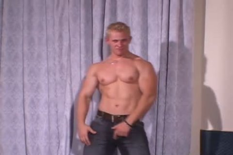 Muscle Hunks - Johnny Dirk - young Exhibitionist